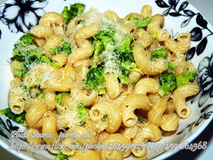 Pasta with Creamy Broccolli Sauce